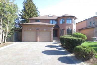 Renovated House - 111 Oxford St, Richmond Hill, ON L4C 4L6, Canada