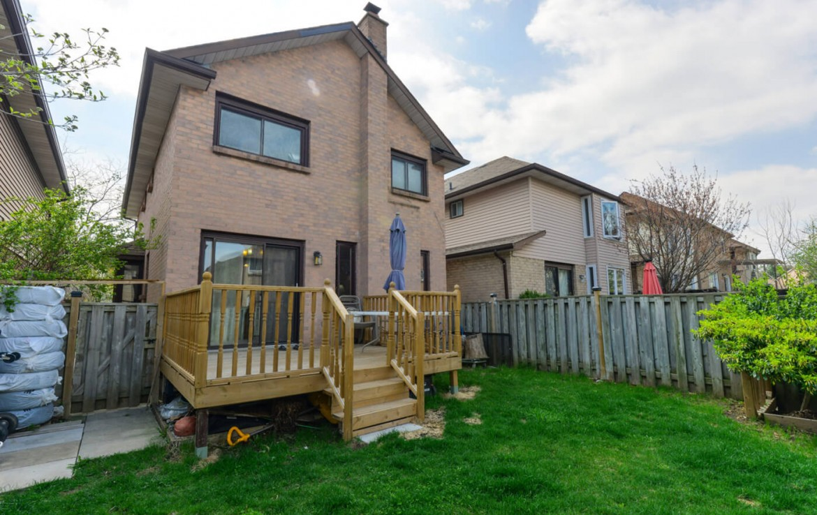 15 Esther Cres Vaughan Ontario L4J3J8