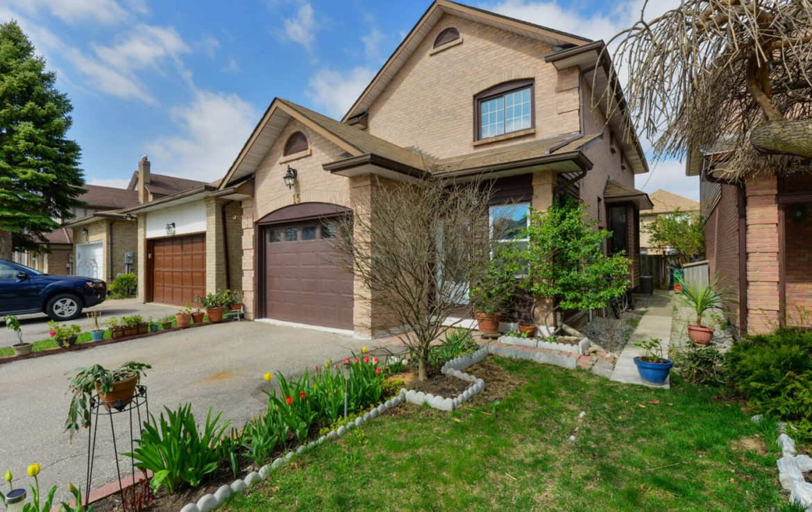 Bright And Sunny Home - 15 Esther Cres Vaughan Ontario L4J3J8