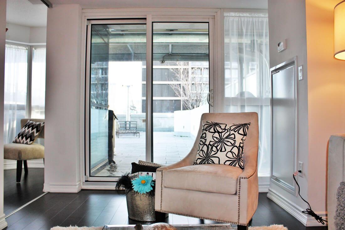 386 Yonge Street, Toronto, ON M5B, Canada